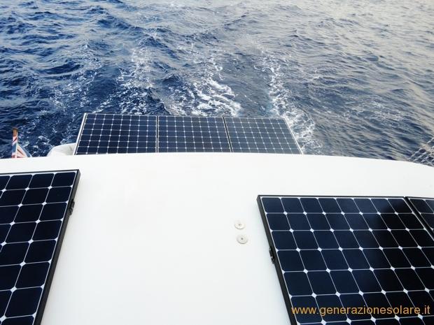 Installazione di mofuli fotovoltaici su catamarano